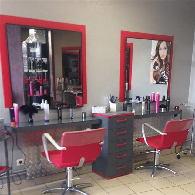 Hairdressing Job offer Recherche Coiffeur/se
