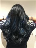 Coloration noire à reflet bleu