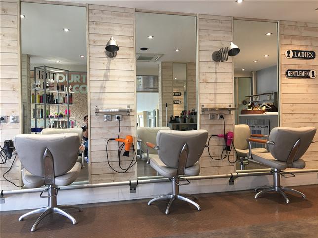 Hair salons Court métrage coiffure